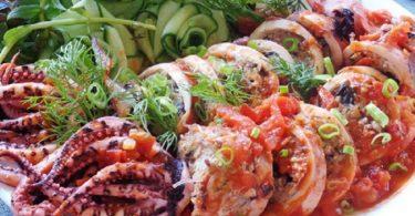 イカの肉詰めトマトソース