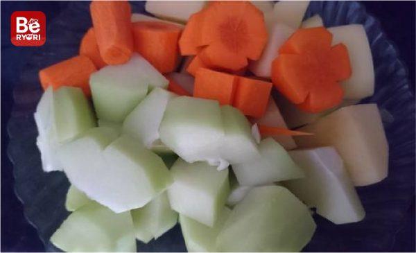 鶏肉と塊茎のスープ1
