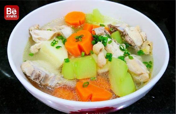 鶏肉と塊茎のスープ0